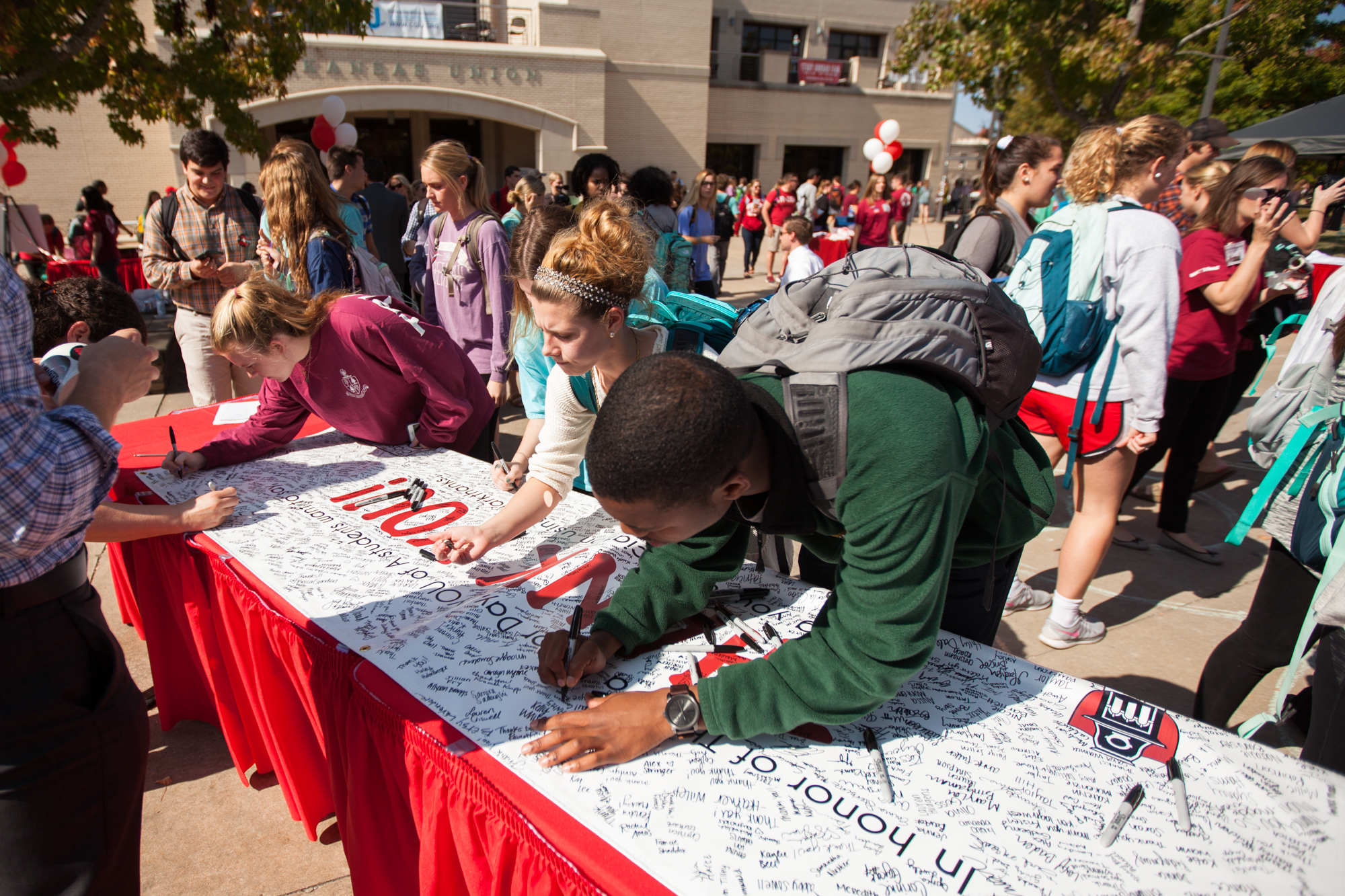 Students sign a thank you banner at the 2014 Thank a Donor Day event.